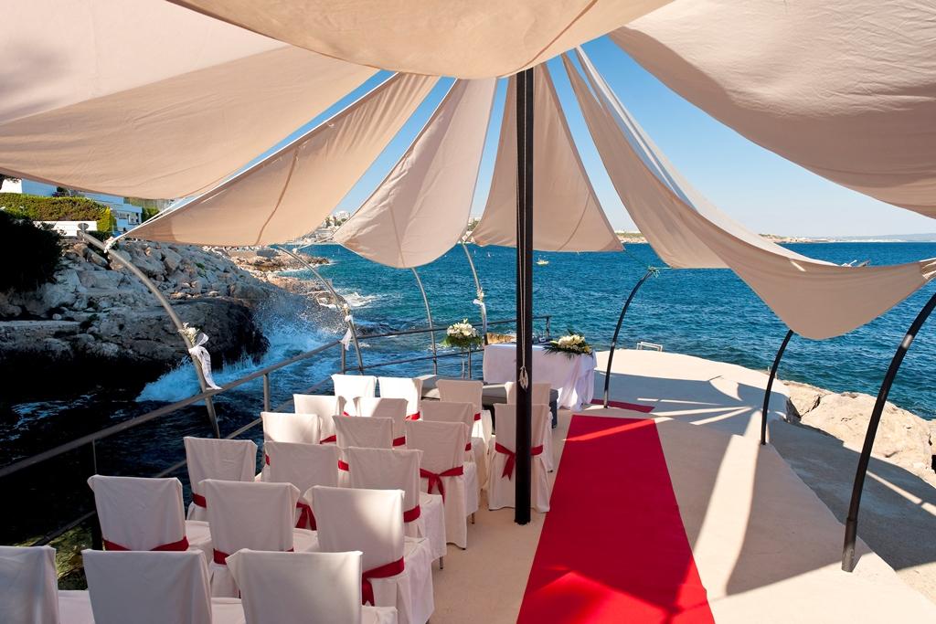The Ultimate Guide To Beach Wedding Destinations in Spain. Photo Hotel Barcelo Illetas Albatros