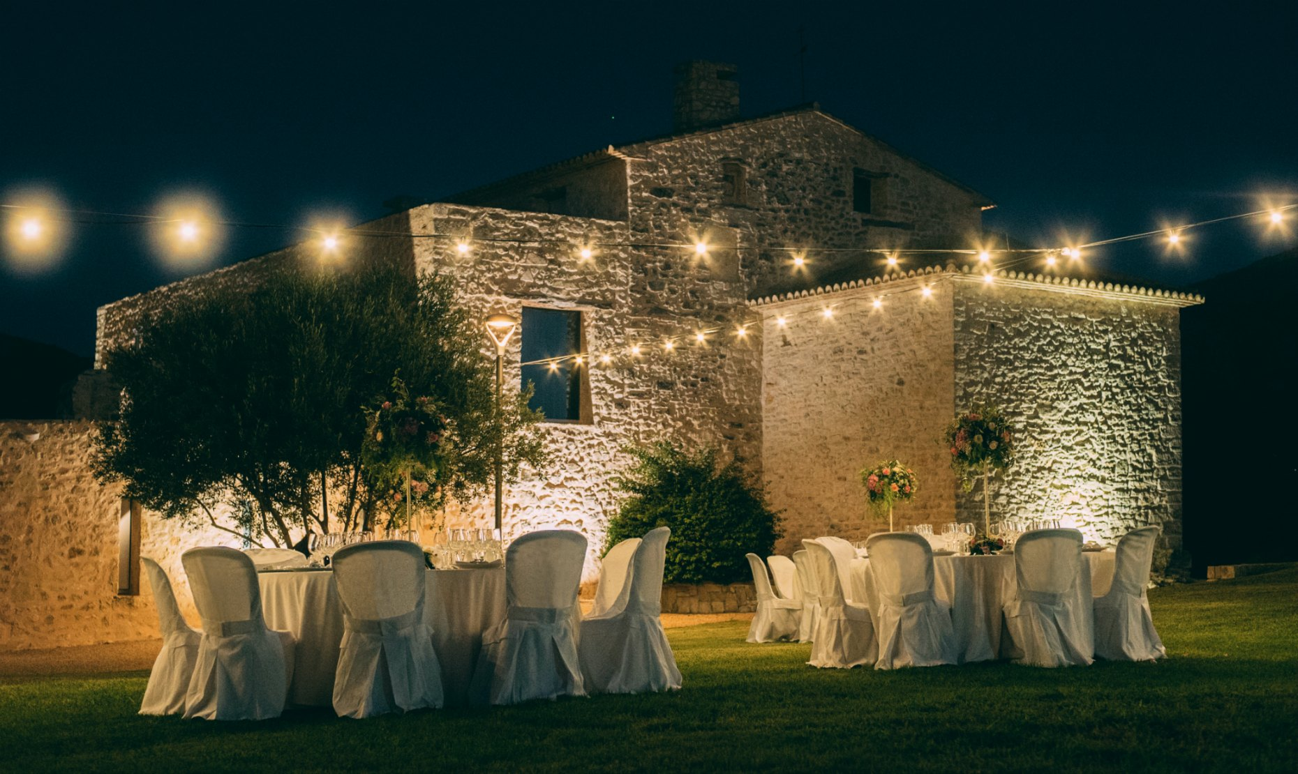 Beginner's Guide on Different Spain Wedding Venues. Photo Casa Benigalip
