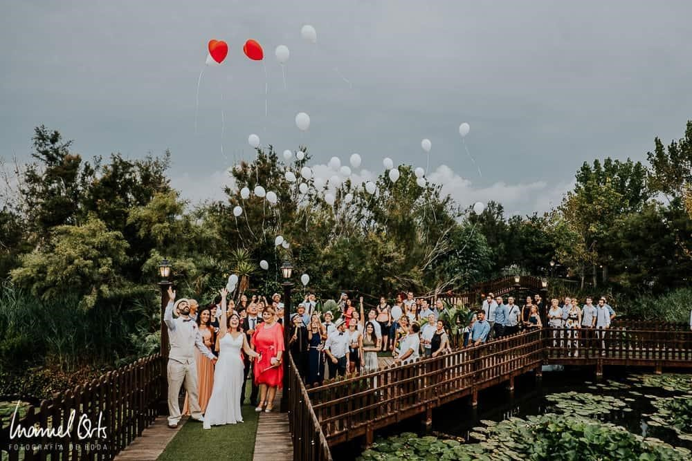How To Include Friends Who Are Not In Your Wedding Party In Your Wedding. Manuel Orts Photography