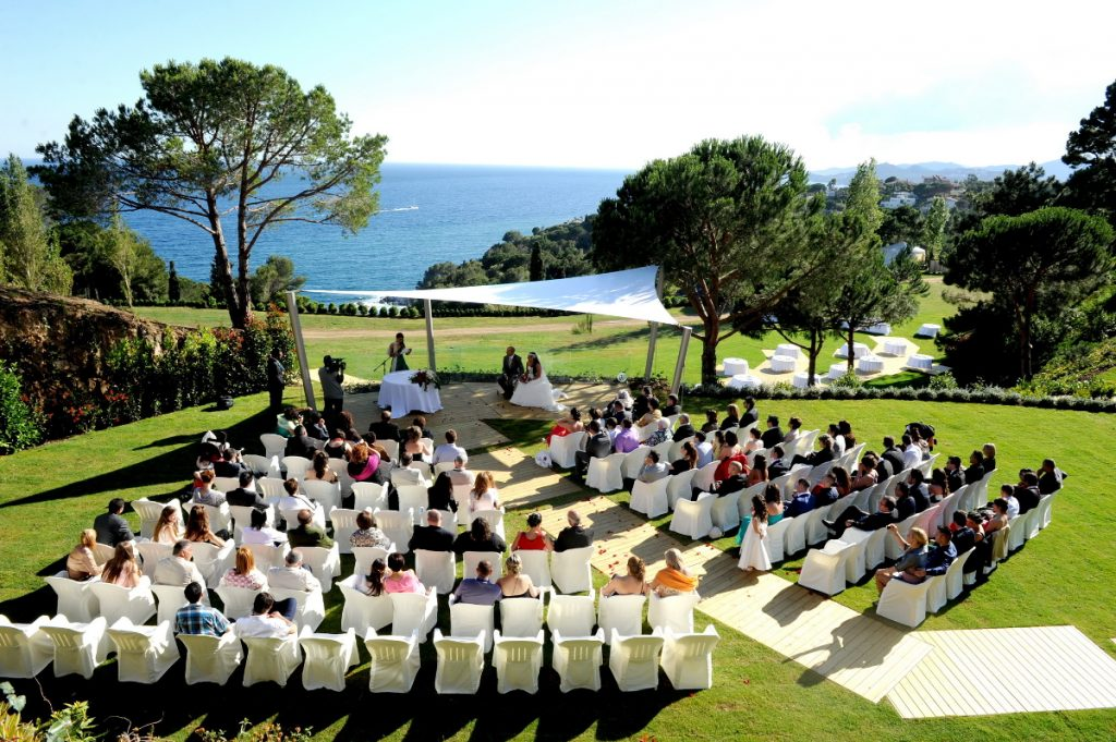 Top 5 reasons to get married at the beach. Photo Cala Gran