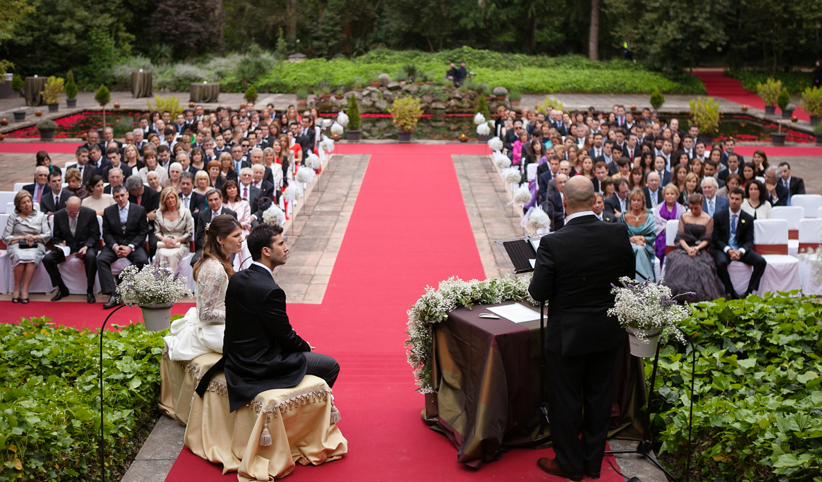 5 Signs you click with your officiant