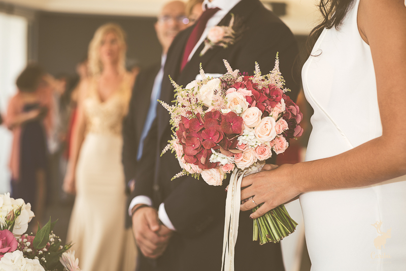 How to choose your wedding flowers. Photo by Caribú Fotografía