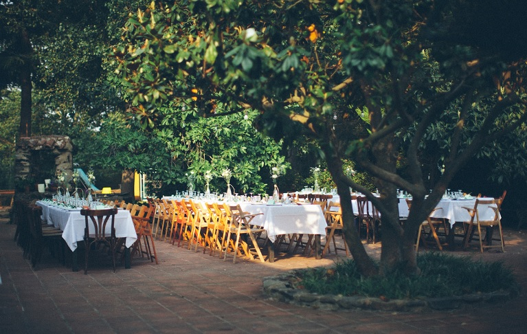 5 Ways to save money on big day. Photo by Can Mateuet.