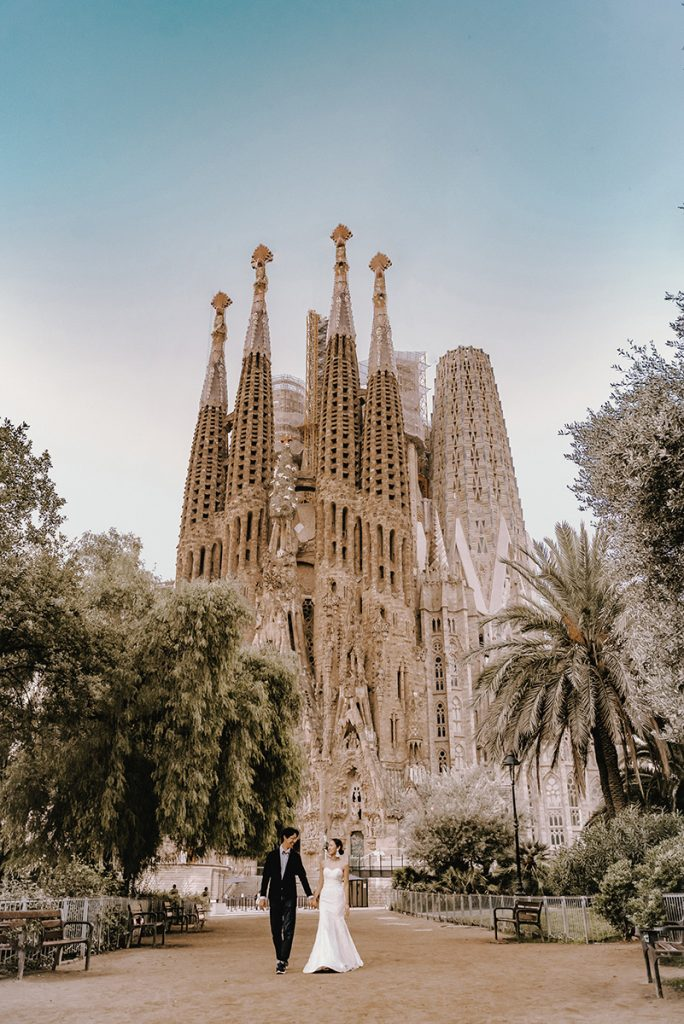 4 Romantic things to do in Barcelona on your honeymoon. Photo by Dimitri