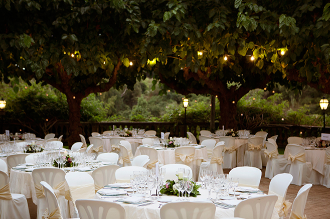 The ultimate guide to host a post-wedding brunch. Photo by Masia Mas Coll.