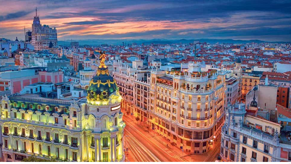 Wedding traditions to incorporate into your destination wedding in Madrid