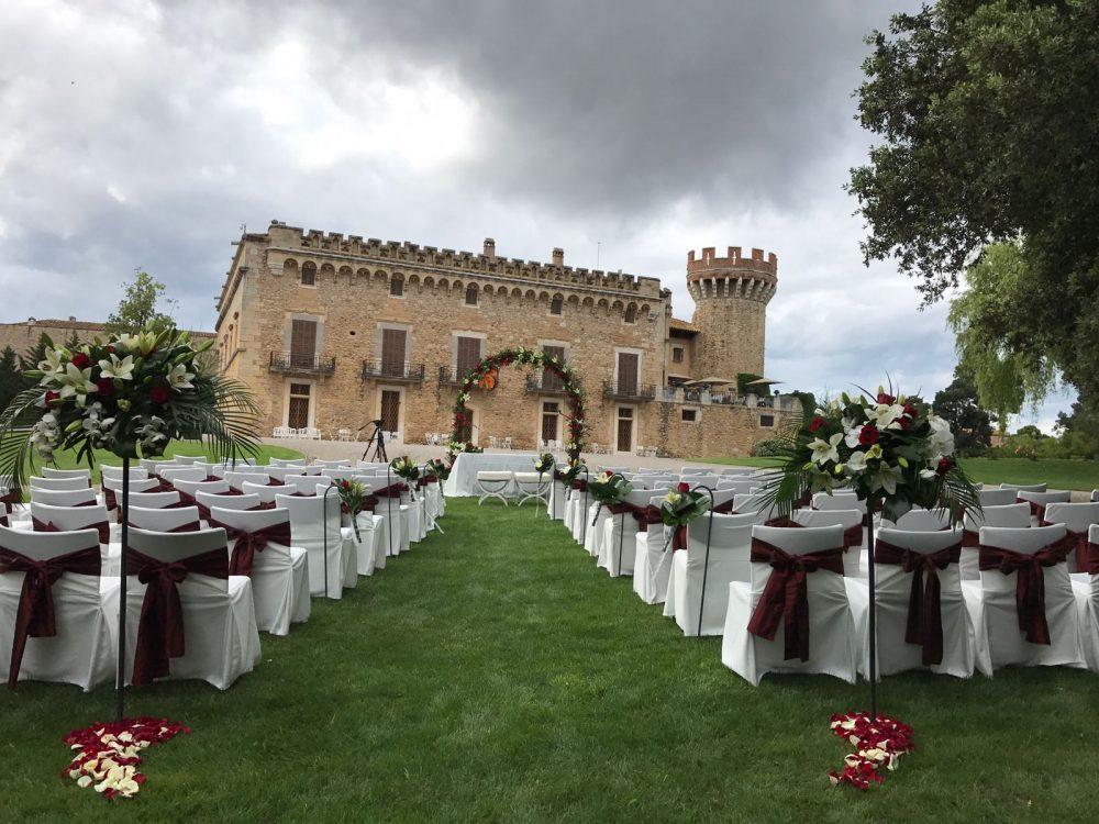 Destination wedding countdown calendar. Photo by Castillo de Perelada