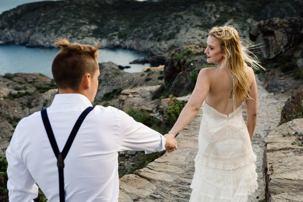 5 Fun ideas to try when you and your fiancé need a break from wedding planning. Photo by Jordi Cassú