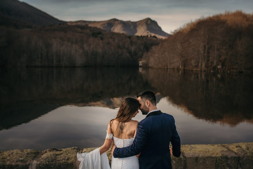 The pros and cons of digital wedding RSVPs. Photo by FotoClip