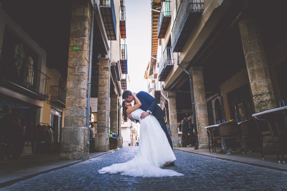 7 Smarts ways to trim your wedding budget. Photo by Marc Prades