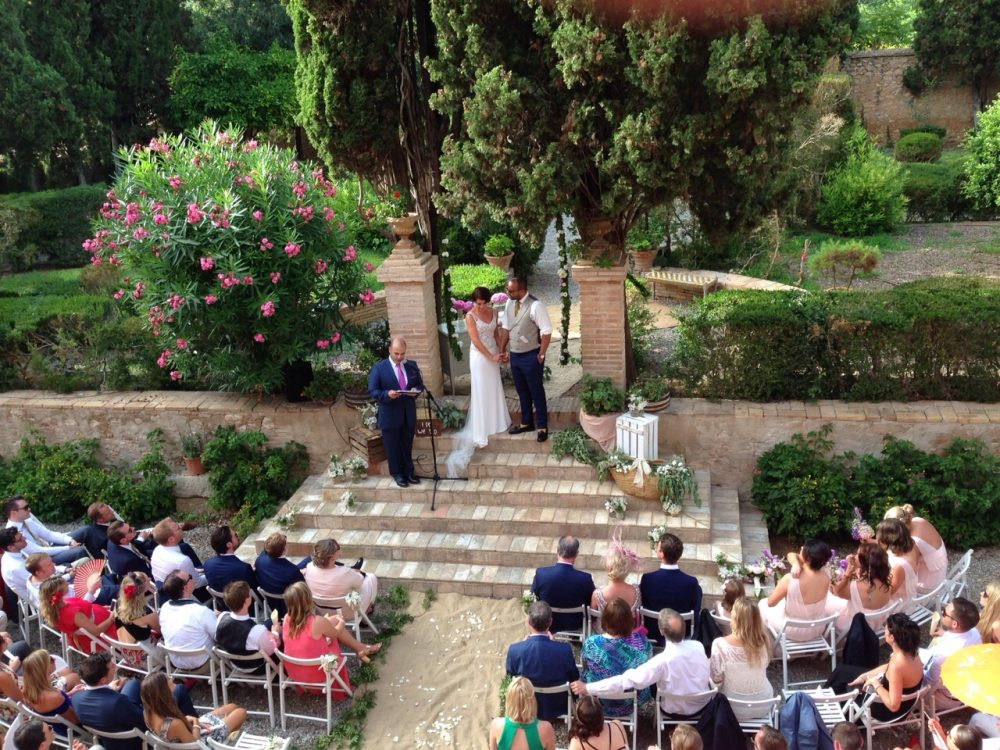 5 Questions most wedding guests will ask and how to ask them. Photo by José Wedding Officiant