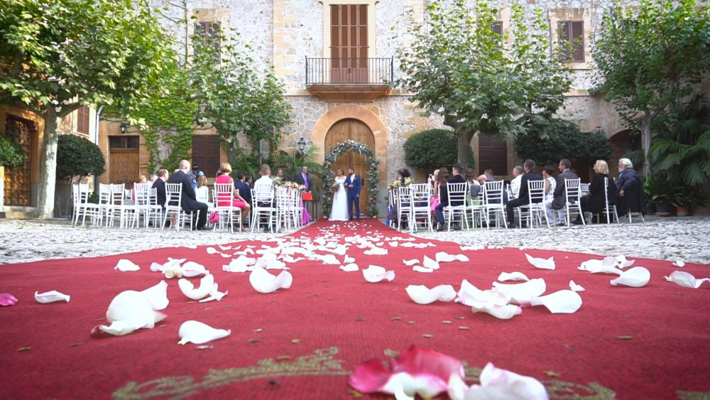 5 Tips for handling your B wedding guests list. Photo by Las Bodas de Pantamaría.