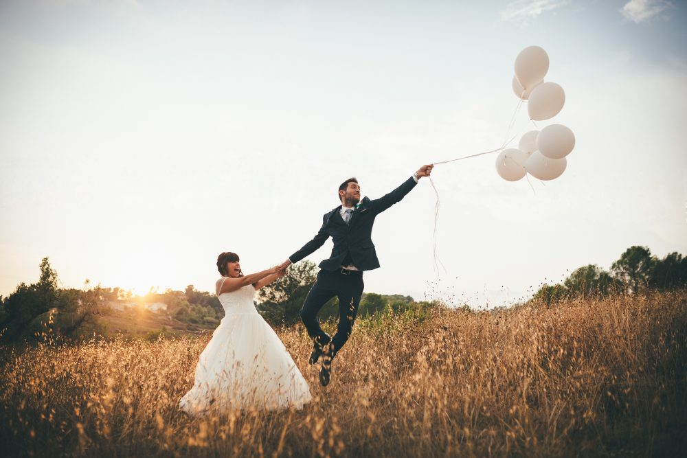 5 Tips for planning a wedding with a long-distance fiancee. Photo by Jordi Tudela