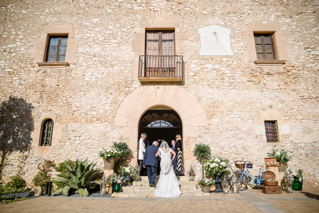 How to figure out your wedding budget. Photo by Masia Can Martí