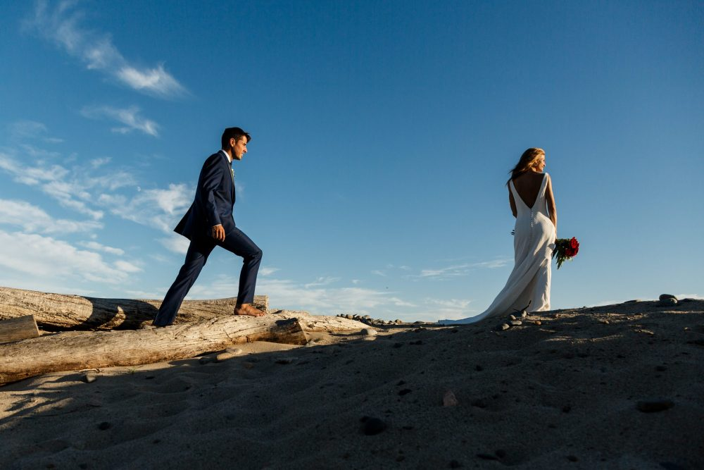 Should you open your wedding gifts before or after your honeymoon_Photo by Jordi Tudela