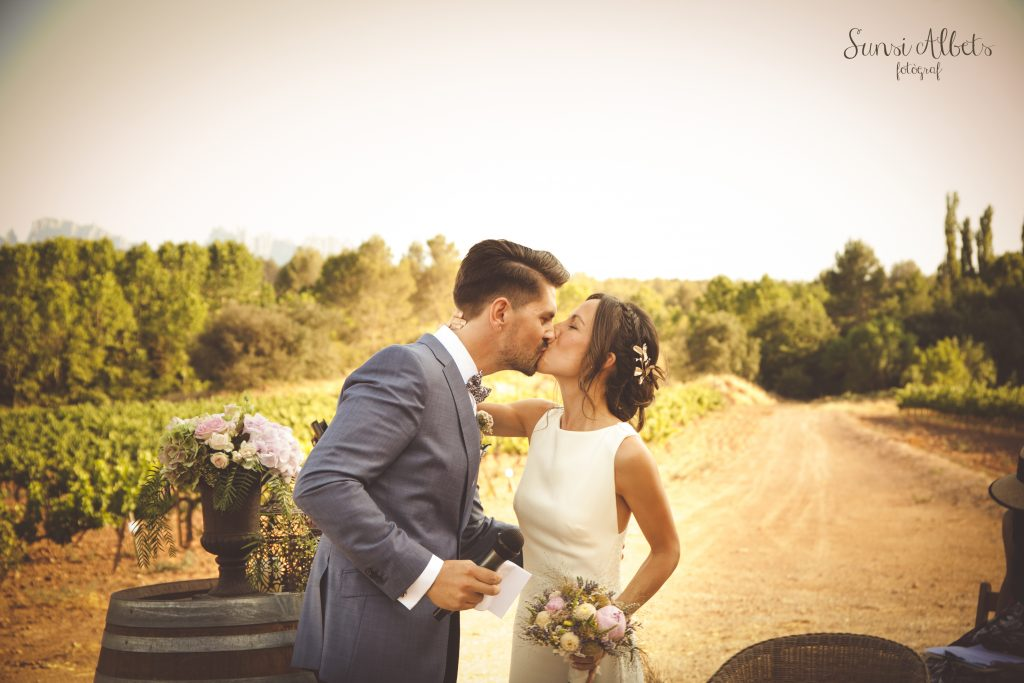 Top Eight Unexpected Wedding Expenses you should prepare for before Your Big Day. Photo by Oller del Mas