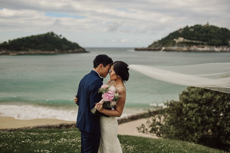 7-Things-to-do-before-signing-a-wedding-contract.-Photo-by-Artefoto