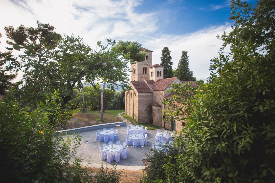 Tips for planning an awesome destination wedding on a budget. Photo by Poble Espanyol.