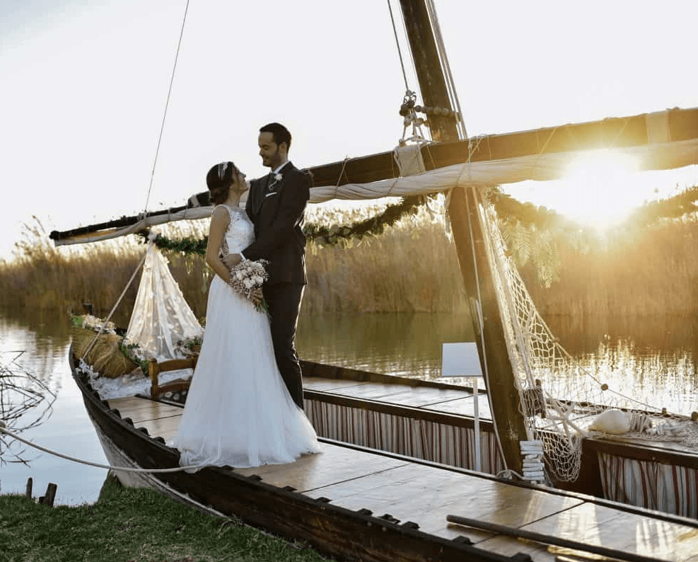 Unique Wedding Packages in Spain. Photo by Lakeside wedding in Valencia