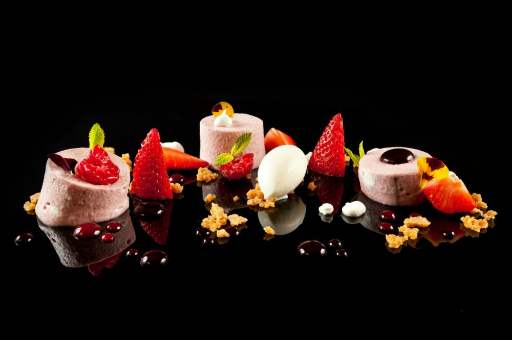 How much dessert do you really need to order for your wedding_Photo by Martin Berasategui
