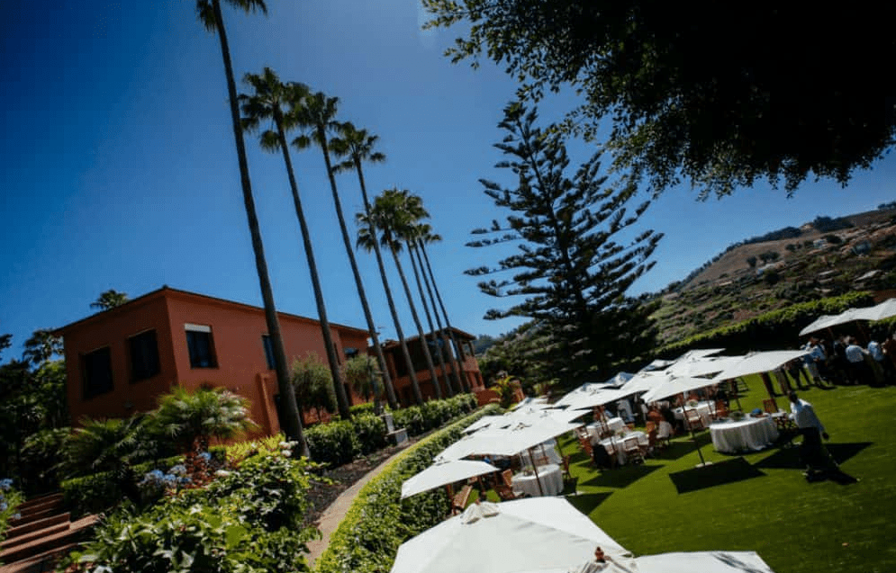 How to decide if an open bar is worth the cost. Photo_Wedding in Canary Islands