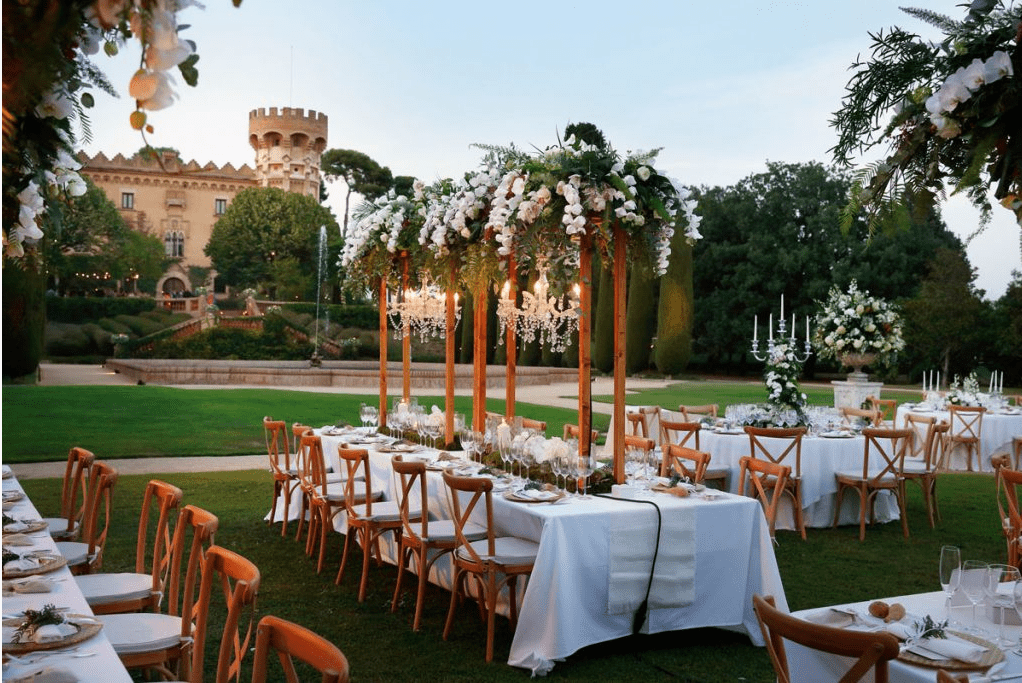 WHAT DOES A CATERER TYPICALLY PROVIDE AS PART OF A WEDDING PACKAGE
