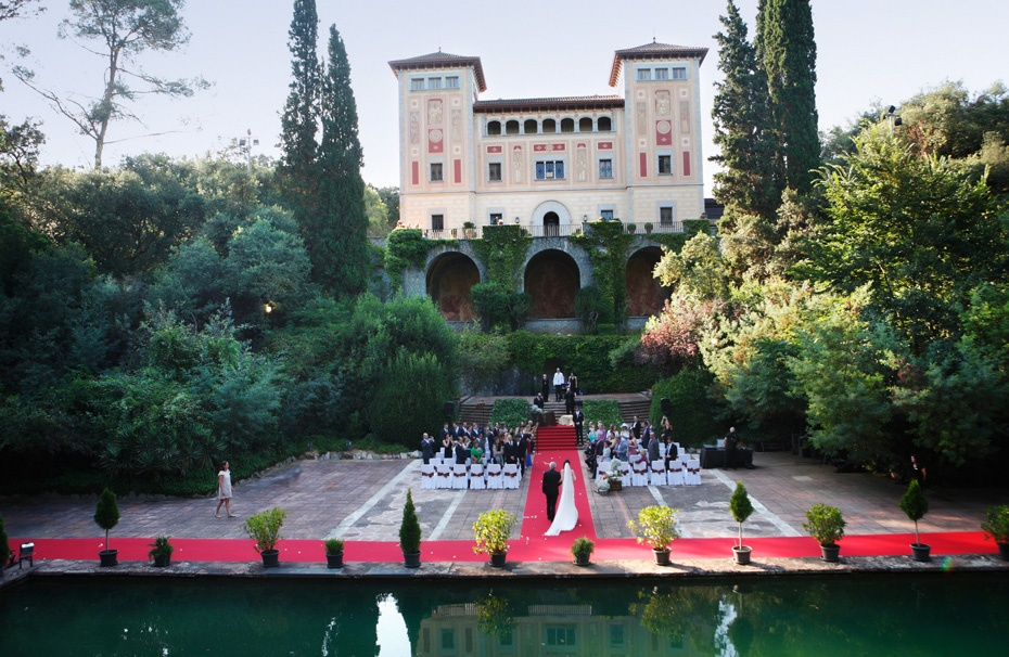 EXPERT TIPS FOR FINDING AND BOOKING THE WEDDING VENUE THAT'S RIGHT FOR YOU